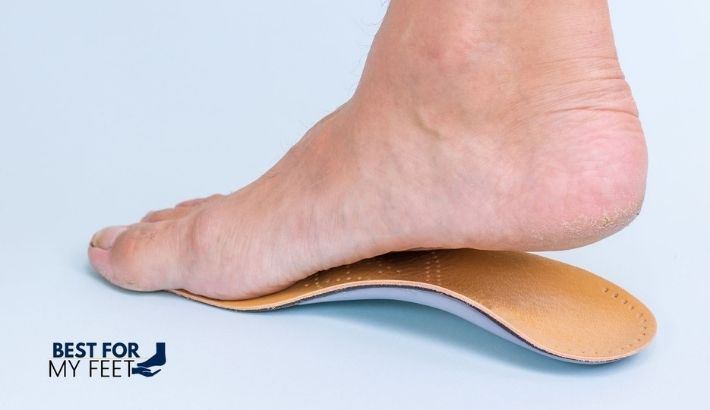 a flat foot trying on a good insole with arch support